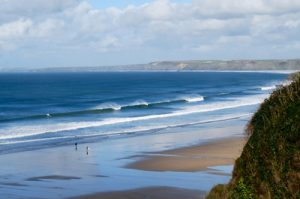 towan-beach-newquay-surfing-blue waves-breaking