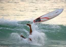 surfer-nosedive-upsidedown-wipeout