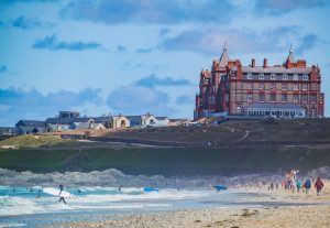 Fistral-beach-headland-hotel-family-surf-lesson