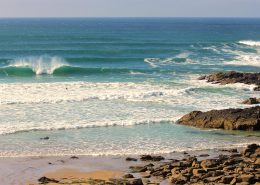 tourquoise-breaking-wave-little-fistral-beach-newquay