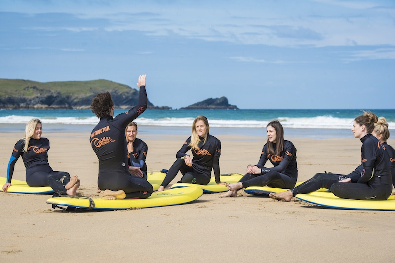 group-beach-surf-lesson-instructor