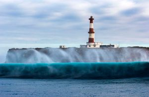 breaking-wave-lighthouse