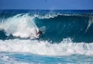 surfer-entering-barelling-wave