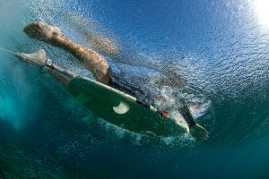 underwater-view-surfer-paddling