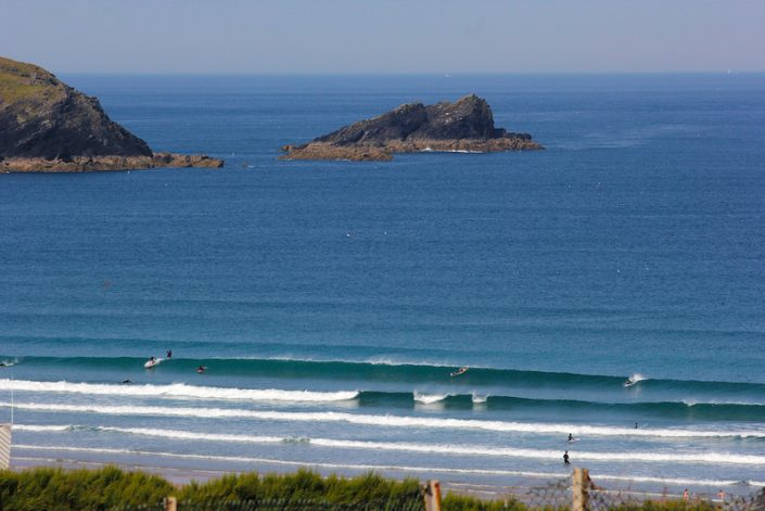 fistral-beach-blue-breaking-waves-arial