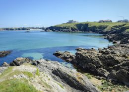 cornish-coatline-calm-blue-water-coasteer-site-newquay